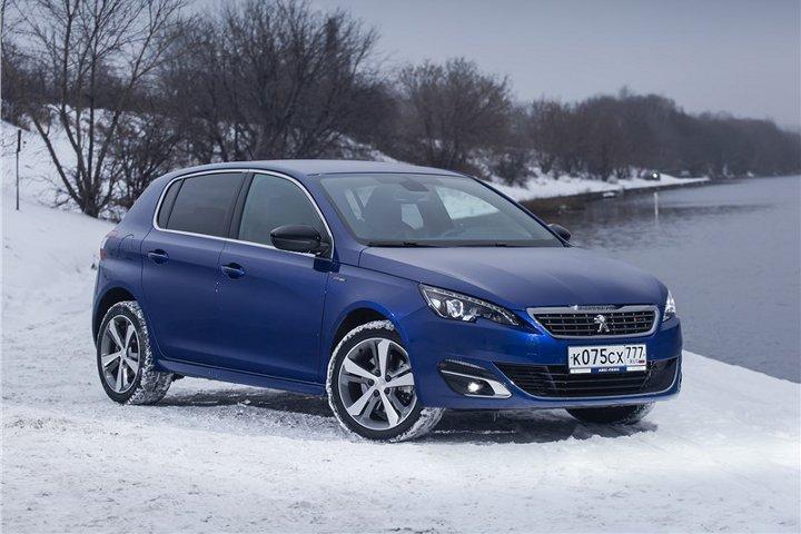 Peugeot 308 синий зимой
