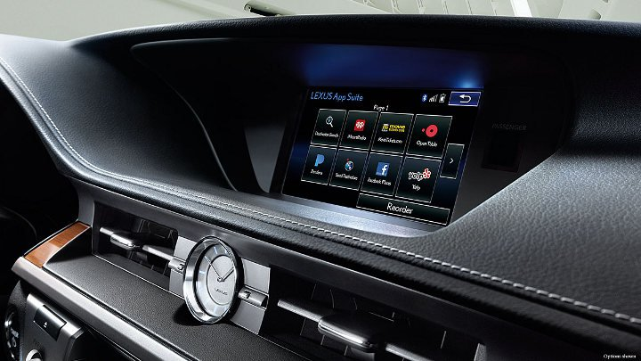 Lexus ES 2018 года приборная панель