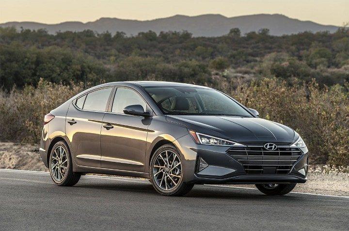 Hyundai Elantra 2019 - вид спереди